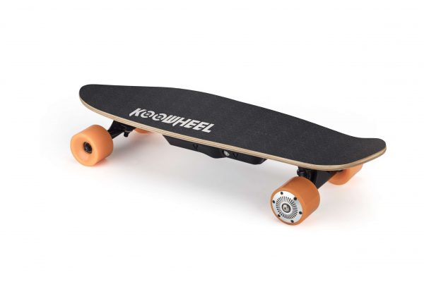 D3 mini - Koowheel Pennyboard The D3 mini (or the Koowheel Pennyboard) is a small and light electric skateboard and a large battery. It is easy to carry and specially made for shorter trips. Range: 10KM Highlights: Small, Hubmotor, Range