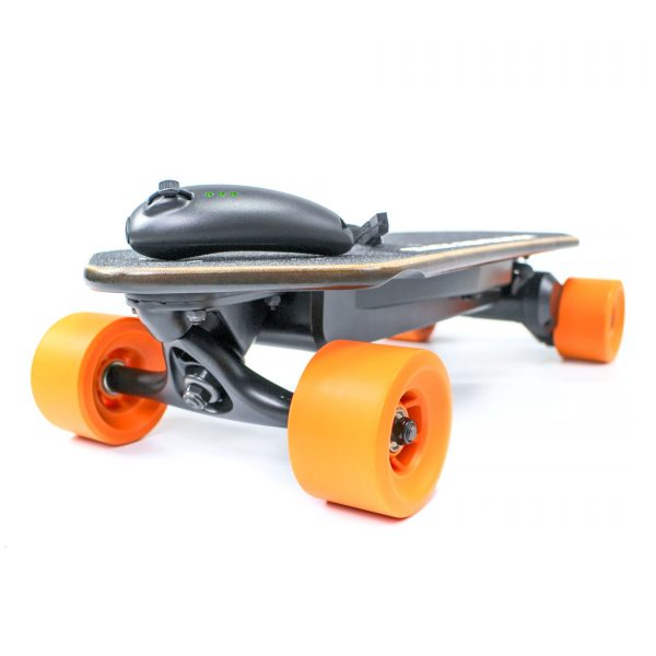 MIN-Eboard Slick Revolution's Min-Eboard electric skateboard (Little brother to the Max-Eboard electric skateboard) with a speed of 20mph, 11-13-mile range, fast recharge time and able to climb 10 degree slopes. Range:18KM Top Speed: 32KM/U Highlights:Canadian Maple wood, Range, Price.