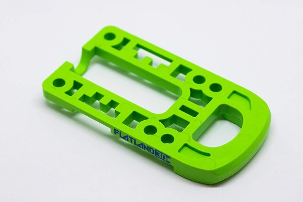 Bash Guard M for Boosted Boards Green (round) Designed as a direct replacement for the stock riser on your Boosted Board, the Bash Guard M orange with round edge will provide protection to the nose or tail of your deck without any effect to the ride feel or dynamics.  Color: Green Edge: Round  Includes Cable Clips