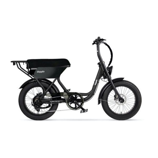 Doppio classico Ein Doppio-Elektrofahrrad alleine zu fahren macht schon viel Spaß, warum nicht verdoppeln? Das Doppio Bike ist eines der wenigen Elektrofahrräder, die für zwei Personen gebaut wurden. Das Doppio Classico ist mit einem äußerst bequemen Kumpelsitz ausgestattet.
